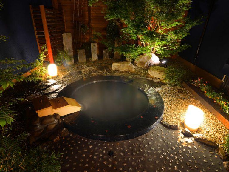【蘭】露天のお碗風呂