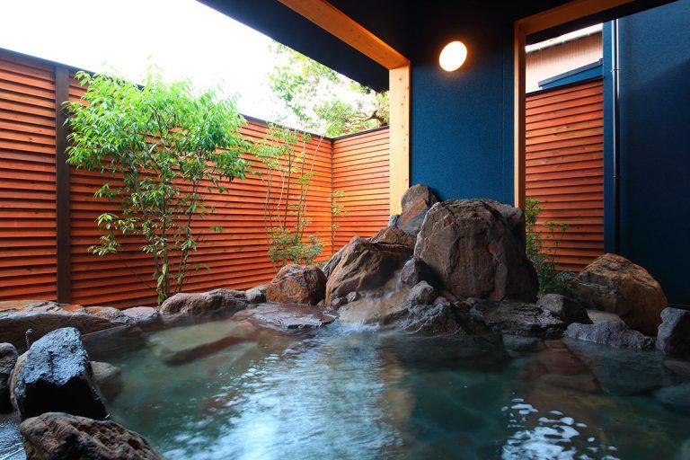 【心春】露天の大岩風呂