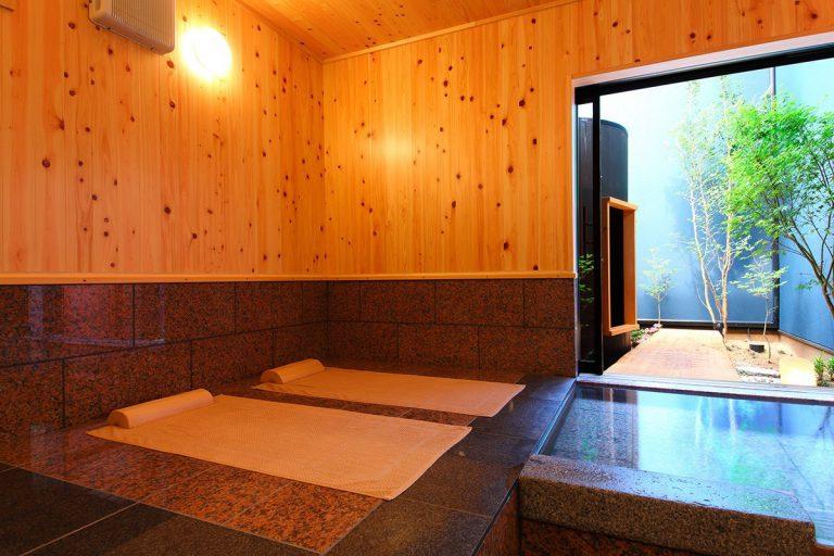【斗】内湯と低温岩盤浴